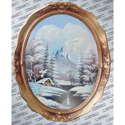 La poalele muntelui peisaj de iarna.